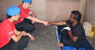 Volontari del gruppo City Angels, molti attivi anche nell'aiuto ai senzatetto. Foto: Ironblack (CC BY-SA 3.0)