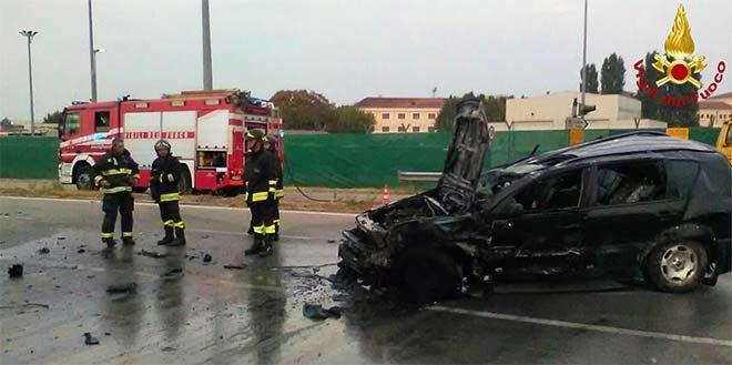 Auto si ribalta e va a fuoco. Tre donne ferite
