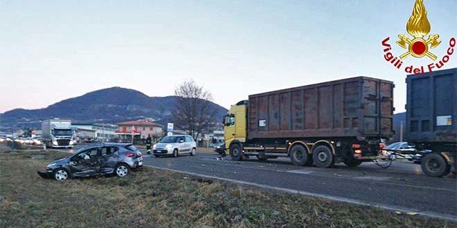 Cornedo, auto contro camion. Un ferito