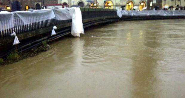Ponte degli Angeli nei giorni dell'alluvione del 2010