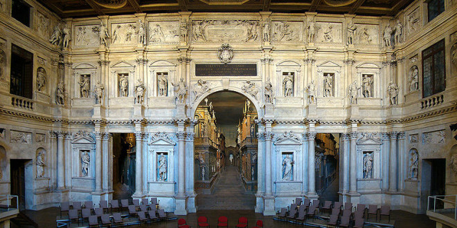 Il proscenio e le scene del Teatro Olimpico - Foto: Tango7174 (creativecommons.org/licenses/by-sa/1.0/deed.it)