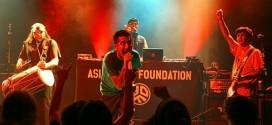 Gli Asian Dub Foundation, a Berlino nel 2008 - Foto: Libertinus Yomango (creativecommons.org/licenses/by-sa/2.0/deed.en)