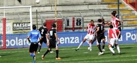 Il goal del pareggio del Vicenza, siglato con un colpo di testa da Gentili