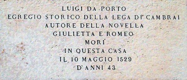 Lapide commemorativa di Luigi da Porto, in Contrà Porti, a Vicenza - Foto: Marcok (creativecommons.org/licenses/by-sa/3.0/deed.it)