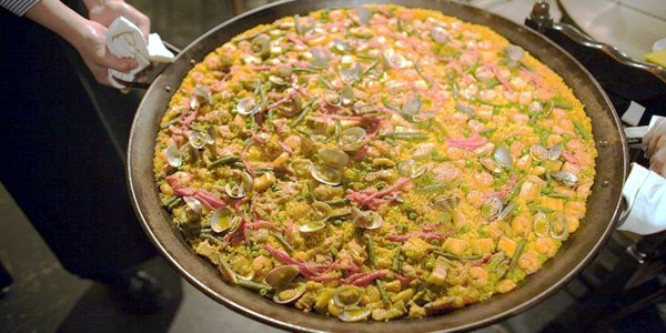 La paella è uno dei piatti tipici spagnoli più conosciuti - Foto Charles Haynes (creativecommons.org/licenses/by-sa/2.0/deed.en)