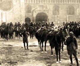 Le truppe italiane entrano a Trento dopo la vittoriosa conclusione della battaglia di Vittorio Veneto