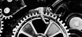"""Un celebre fotogramma del film """"Tempi Moderni"""", di Charlie Chaplin"""