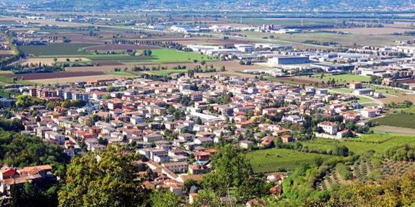 Una veduta dall'alto di Brendola - Foto: Pottercomuneo (creativecommons.org/licenses/by-sa/3.0/deed.en)