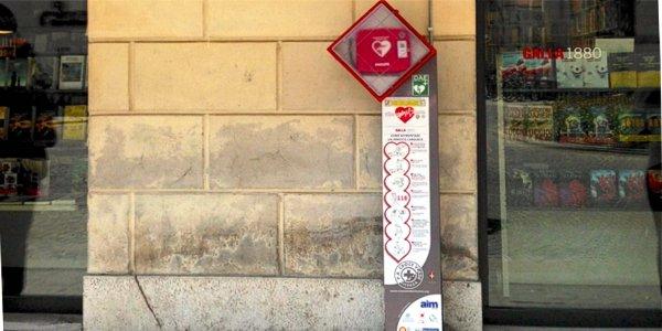 Il defibrillatore installato in Piazza Castello