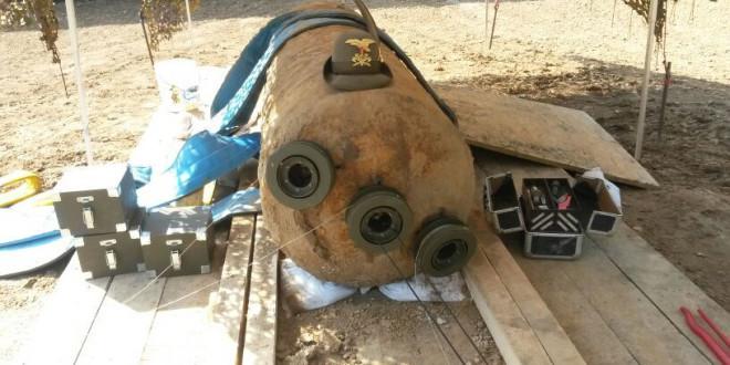 La bomba nella mattinata del 25 aprile 2014, qualche minuto prima di essere disinnescata