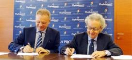 da sinistra: il presidente di Confartigianato Vicenza, Agostino Bonomo, e il direttore interregionale dell'Agenzia delle Dogane, Paolo Di Roma.