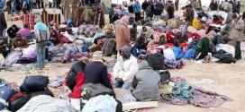 Profughi provenienti dalla Libia ammassati al confine tunisino – Foto: Mohamed Ali Mhenni (creativecommons.org/licenses/by-sa/3.0)