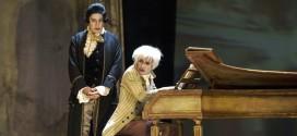 Tullio Solenghi e Aldo Ottobrino nei panni di Salieri e Mozart - (Foto: www.teatrostabilegenova.it)
