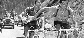 Bartali e Coppi nel celebre passaggio della borraccia