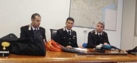 Il tenente Quarta, il tenente colonnello Salvo e il maggiore Spiller con la refurtiva