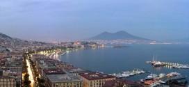 Una bella veduta serale di Napoli - Foto: Alessandro Zarcone (creativecommons.org/licenses/by-sa/3.0)
