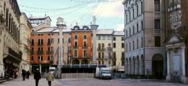 """Il palco in allestimento in Piazza dei Signori per """"Capodanno insieme"""""""