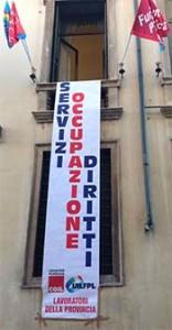Lo striscione esposto oggi a Palazzo Nievo