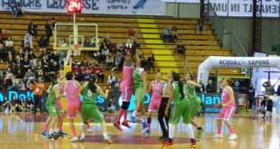 La palla a due della finale di Coppa Italia del 22 febbraio tra Schio e Ragusa