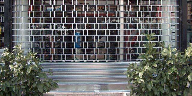 Risultato immagini per negozio chiuso