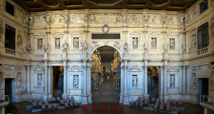 Il proscenio e le scene del Teatro Olimpico - Foto: Tango7174 (Creative Commons 1.0)