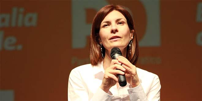 Alessandra Moretti durante l'ultima campagna elettorale per le regionali