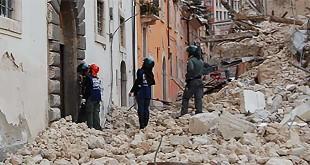 Una via del centro dell'Aquila dopo il terremoto del 2009 Foto: http://it.wikipedia.org/wiki/File:Emergenza_Terremoto_Abruzzo_2009_-_12.jpg
