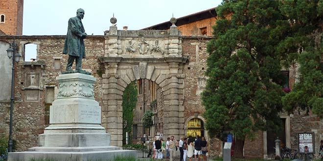 L'ingresso del Teatro Olimpico di Vicenza