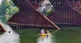 De Lucchi non ha rinunciato ad un sopralluogo ravvicinato del ponte....