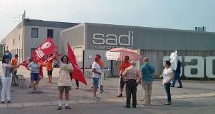 La protesta degli operai della Sadi, nei giorni scorsi, davanti alle sede aziendale di Orgiano