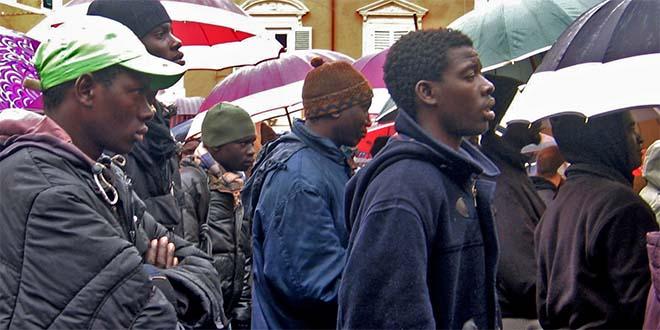 Lavoro gratuito per i profughi? potrebbe essere la strada giusta... - Foto: Rete degli studenti medi Massa (CC 2.0)