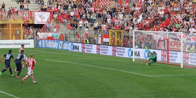 Il goal del pareggio del Vicenza, su rigore