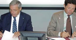 La firma dell'accordo. Da sinistra, Vicenzo Giannotti e Matteo Marzotto