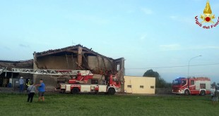 La casa, adibita a deposito, danneggiata oggi, a Schiavon, da una a tromba d'aria
