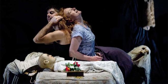 Michele Riondino e Federica Fracassi in una scena dello spettacolo
