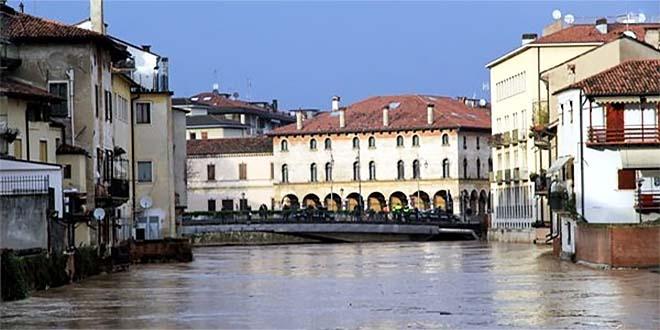 Vicenza, il Bacchiglione in piena, qualche anno fa, a Ponte degli Angeli