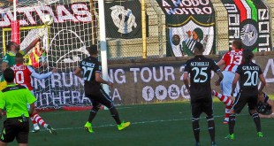 Il secondo gol del Vicenza, realizzato da Raicevic con un colpo di testa