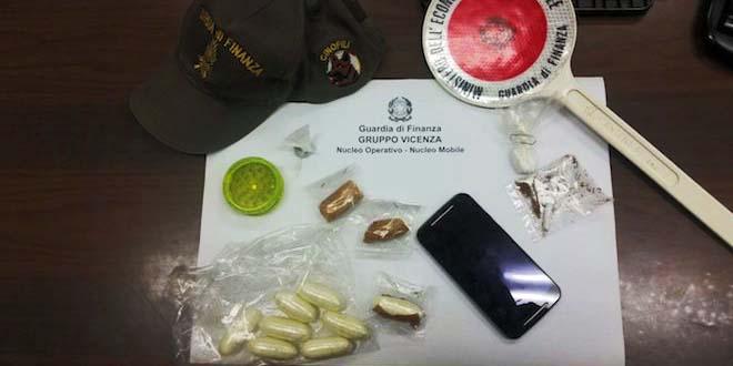 La cocaina sequestrata dalla Guardia di Finanza