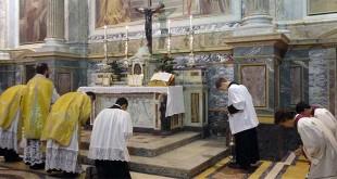 Celebrazione di una messa con liturgia tridentina, ovvero quella antecedente al Concilio Vaticano II