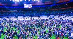 Le persone fatte scendere sul terreno di gioco allo Stade de France, nelle ore degli attentati...