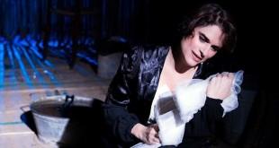 """Laura Marinoni in """"Amore ai tempi del colera"""""""