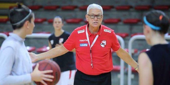 L'allenatore della VelcoFin, Aldo Corno, durante un allenamento