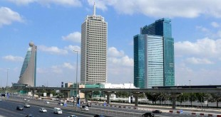 Il grattacielo del Dubai World Trade Center (al centro) - Foto: Imre Solt (CC BY-SA 3.0)