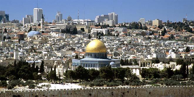 Veduta di Gerusalemme, città santa per le tre religioni monoteiste. In primo piano la Cupola della Roccia