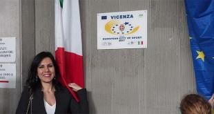 """La targa per la candidatura di Vicenza a """"Città europea dello sport 2017 scoperta questa mattina da Daniela Sbrollini"""