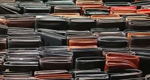 Moltissimi i portafogli consegnati, nel 2015, all'ufficio oggetti smarriti del Comune di Vicenza (foto d'archivio)
