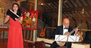Il duo Ceznutje, ovvero la soprano Anna Tarca e il chitarrista classico Alessandro Radovan Perini