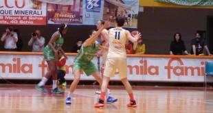 Un momento di gioco della finale di Coppa Italia tra Schio e Ragusa, di domenica 3 aprile