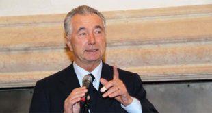 L'ex presidente di Banca Popolare di Vicenza e di Fondazione Roi, Gianni Zonin