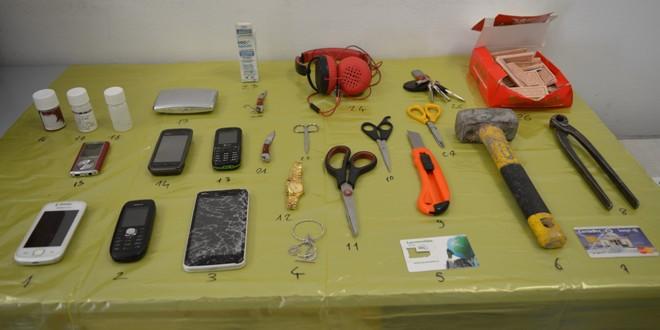 Il materiale sequestrato dalla polizia locale dei Castelli